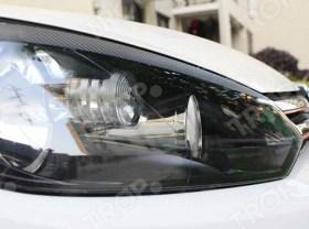 Τοποθετημένο Carbon αυτοκόλλητο στο φανάρι VW Golf 6, εικόνα με κλειστό καπό