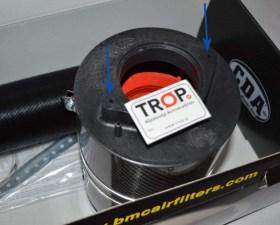 Κατασκευασμένο ώστε να βιδώνει κατευθείαν στο airflow αυτοκινήτων του Group Vag (Δείτε τα βέλη) - Φωτογραφία τραβηγμένη από TROP.gr