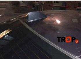 Η κεραία καρχαρίας τοποθέτημενη στην οροφή αυτοκινήτου - Φωτογραφία τραβηγμένη από TROP.gr