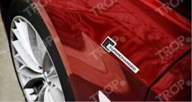 Τοποθετημένα αυτοκόλλητα σε BMW