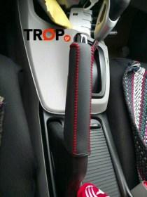 Κάλυμμα Χειρόφρενου Αυτοκινήτου από Γνήσιο Δέρμα Τοποθετημένο - Φωτογραφία τραβηγμένη από TROP.gr