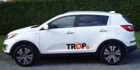 Λευκή Κεραία Οροφής Αυτοκινήτου Καρχαρίας Τοποθετημένη - Φωτογραφία τραβηγμένη από TROP.gr