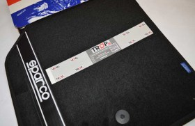 Πατάκια από Μοκέτα Sparco σε Μαύρα με Κλιπ - Φωτογραφία τραβηγμένη από TROP.gr