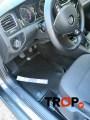 Λαστιχένιο πατάκι-σκαφάκι, με τα clips στήριξης, τοποθετημένο σε VW Golf 7 πελάτη μας.
